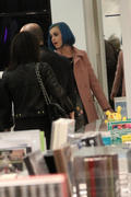Кэти Перри, фото 8310. Katy Perry shopping in Paris, march 6, foto 8310