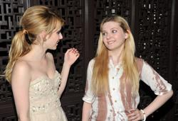 http://img103.imagevenue.com/loc1080/th_098616399_EmmaRoberts_AbigailBreslin_AOGB_AfterParty_4_122_1080lo.jpg
