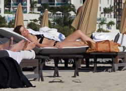 http://img103.imagevenue.com/loc1151/th_311327451_KLFD6JV7NL_Mischa_Barton_Wearing_a_Bikini_in_Miami013_122_1151lo.jpg