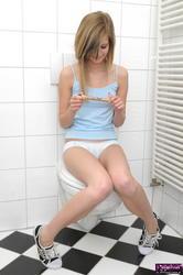 http://img103.imagevenue.com/loc896/th_753487532_Leonie_Bonus_003_002_123_896lo.jpg
